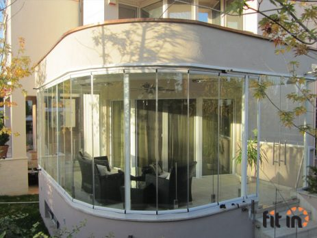 Vizyon klizno-preklapajući sistem zastakljivanja terasa